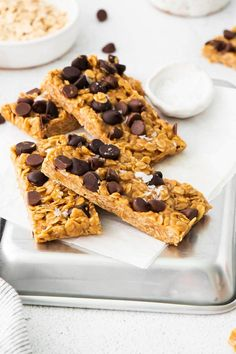These Chocolate Oat Granola Bars are quick and easy to make in around 10 minutes and no special equipment is required. These bars have a soft and chewy texture with flavours of chocolate, honey and peanut butter. Chocolate Oats, Dark Chocolate Chips, Granola Bars, Clean Eating Recipes, Sugar Free, Peanut Butter, Baking, Breakfast, Paleo