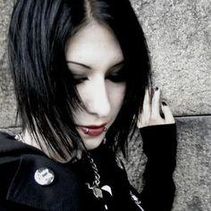 Gothic-Girl-Black-Hair.JPG.cf.jpg (400×400)