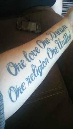 Darran Fee has the words 'One love One religion One United' tattooed on his forearm. #mutattoos