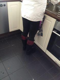 https://flic.kr/p/FDDsnc | Wife wearing Hunters | Regent boots indoors