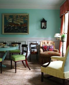 10 Styling Lessons from Jeffrey Bilhuber painted table same color as the walls Painted End Tables, Turquoise Painting, The Way Home, Elle Decor, Decoration, Great Rooms, Painted Furniture, Sweet Home, New Homes