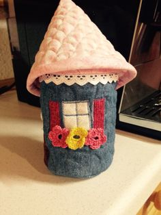 Fairy house Crafts To Make, Arts And Crafts, Small Houses, Crochet Hats, Fairy, Tiny Houses, Little Houses, Artesanato, Small Homes
