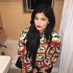 Kylie Jenner provocante en cuissardes et mini robe avec Tyga