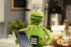 If your coffee mug believes in you, you should believe in you too! Kermit, May 2017 The Muppet Show Characters, Sapo Meme, Believe, Miss Piggy, Recorder Music, Kermit The Frog, Jim Henson, Disney Diy, Elmo