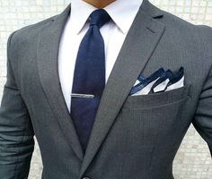 Perfect combination: gray suit with white shirt and navy blue tie Mens Fashion Suits, Mens Suits, Charcoal Suit, Man Dressing Style, Herren Outfit, Classy Men, Suit And Tie, Well Dressed Men, Gentleman Style