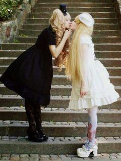 #KuroLolita #ShiroLolita #Lolita #LolitaMode #LolitaFashion #LolitaStyle #Black #White #Girl #JapaneseMode #Kawaii #Cute #Dress #Yuri