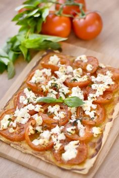 Tarte à la tomate et au chèvre : Recette de Tarte à la tomate et au chèvre - Marmiton