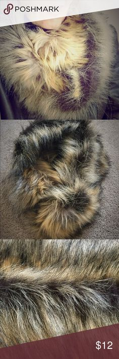 Faux fur infinity scarf EUC never worn (except for pics).  Great faux fur infinity scarf that is exceptionally warm and stylish.  The faux fur is actually very realistic looking. Accessories Scarves & Wraps