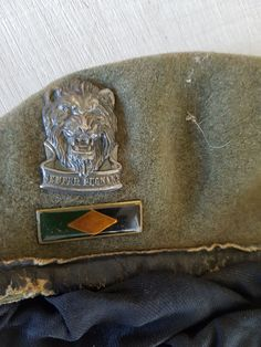 """Beret and Badge, Circa 1981 to The Lions head designated Reaction Force units or Romeo Mikes, and included 905 & 906 SSC operating out of Rundu. The Latin slogan inscription meaning """"Dependable in Battle"""" Africans, Beret, Badges, Lions, Slogan, Battle, Baseball Hats, Military, The Unit"""