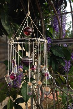 DIY Wind Chime, Candelabra/Sun Catcher (via: stayathomelife. Carillons Diy, Easy Diy, Diy Crafts, Decoration Crafts, Wood Crafts, Make Wind Chimes, Bamboo Wind Chimes, Homemade Wind Chimes, Wine Bottle Chimes