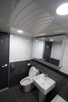 천안 백석동 호반 아파트 인테리어: STORY ON INTERIOR의 화장실 Interior Office, Office Interiors, Interior And Exterior, Bath Room, Bathroom Lighting, Toilet, Environment, Mirror, Furniture
