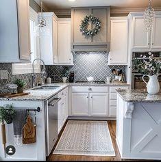 Modern Farmhouse Kitchens, Farmhouse Kitchen Decor, Kitchen Redo, Home Decor Kitchen, New Kitchen, Home Kitchens, Kitchen Remodel, Farmhouse Homes, Farm House Kitchen Ideas