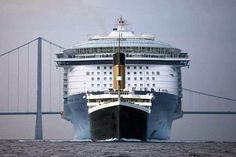 A size comparison between the titanic and a modern cruise ship.