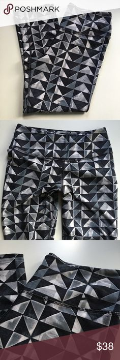 Nike DRI FIT geometric print skinny Capri legging Great condition! Look great on with busy pattern ! Nike Pants Leggings