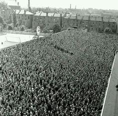 "furtho: "" The Clock End at Arsenal's Highbury stadium, 1956 (via TerraceImages) "" Arsenal Players, Arsenal Football, Football Stadiums, Arsenal Fc, Football Fans, Arsenal Stadium, Soccer Fans, School Football, Cardiff"