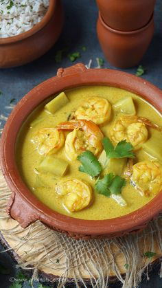 Goan prawn caldine with step-by-step pictures. Caldine is a mild and delicious, yellow seafood curry made with few spices and coconut milk extract Goan Recipes, Veg Recipes, Curry Recipes, Seafood Recipes, Indian Food Recipes, Cooking Recipes, Cooking Chili, Oven Cooking, Recipies