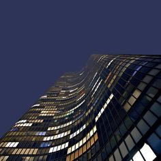 Looking up to Lake Point Tower #lakepointtower #chicago #illinois #architecture #architektur #arquitectura #arquitetura #architettura #архитектура #architectuur #nofilter #il #grattacielo #rascacielos #torre #skyscraper #wolkenkratzer #lookingup #apartments #us #usa #unitedstates #curved #streeterville #night #georgeschipporeit #schipporeit #johnheinrich #usa #unitedstates by skyscraperfan