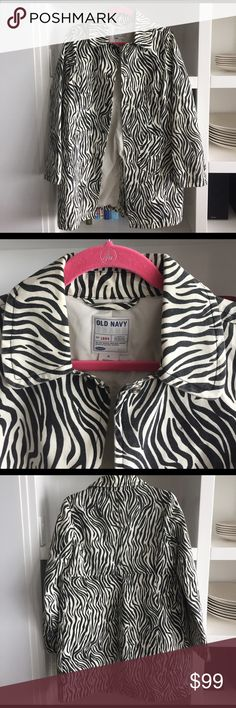 VTG OLD NAVY Zebra Trench Coat M So good... from the late 90s/early 00s! Vintage Old Navy trench coat made of canvas! This thing is indestructible and so cute. Hits upper/mid thigh. Snap buttons. Old Navy Jackets & Coats Trench Coats