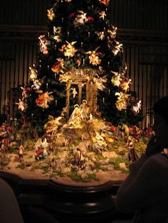 Antique Christmas Tree Display, with the Nativity. The tree has hundreds of angels descending upon Baby Jesus, while shepards are climbing the rough terrain to go worship him. The manger is set at the base of the tree. Christmas Nativity Scene, Christmas Tree Themes, Christmas Villages, Noel Christmas, All Things Christmas, Vintage Christmas, Christmas Crafts, White Christmas, Christmas Ornaments