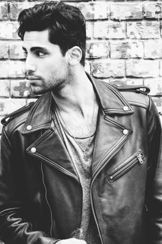 Kerls in Leder Leather Fashion, Leather Men, Leather Jackets, Hair And Beard Styles, Black And White Pictures, Sexy Men, Hot Guys, Motorcycle Jackets, Beards