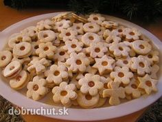 Fantastické linecké koláčiky - My site Slovak Recipes, Czech Recipes, Russian Recipes, Slovakian Food, Goat Cheese Salad, Tea Sandwiches, Cookies Et Biscuits, Holiday Cookies, Christmas Baking