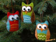 Make a felt owl ornament! (I think if I do any Christmas crafts, need to start soon! Diy Felt Christmas Tree, Christmas Owls, Rustic Christmas, Handmade Christmas, Merry Christmas, Hallmark Christmas, Christmas Movies, Christmas Ideas, Christmas Giveaways