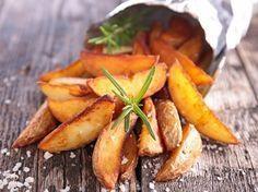 Wenn ihr eure Kartoffel-Wedges in einer Heißluftfritteuse wie der VitAir zubereitet, werden die Kartoffelspalten extra knusprig.