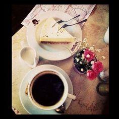 Berlin, Anna Blume, cheesecake, latte, flowers, coffee break, travel, vacation