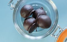 Recipe Details : Cheat Truffles by siba Wine Recipes, Food Network Recipes, Dessert Recipes, Desserts, Picnic Time, Baking Tins, Recipe Details, Cake Servings, How To Dry Oregano