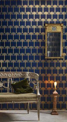 Tapeten Marrakesh Palm från Barneby Gates online hos Engelska Tapetmagasinet | Tapeter | Palmer | Sovrum | Göteborg | Palm Trees | Wallpaper | gold | hallway | Deep Blue