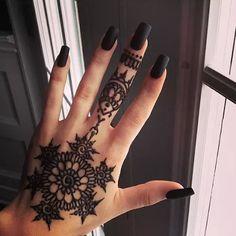 Flower Pattern Star Shaped Tatoo Like Mehndi Design