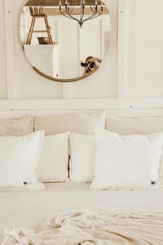 Tiny Home Interior 15 dollar farmhouse style bedding hack! You will believe how this inexpensive hack totally changed the loo of my bed! Farmhouse Style Bedding, Farmhouse Bedroom Decor, Home Decor Bedroom, Diy Home Decor, Farmhouse Interior, Modern Bedroom, Small Craft Rooms, Inexpensive Home Decor, Simple Bed