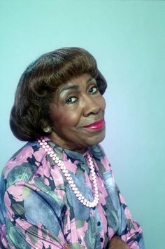 Helen Dorothy Martin - American actress of stage and television. She was best known for her roles as Wanda on the CBS sitcom Good Times and Pearl Shay on the NBC sitcom 227 Cremated, Ashes given to family or friend. Black Actresses, Black Actors, Black Celebrities, Actors & Actresses, Celebs, Female Actresses, Black People, We The People, Vintage Black Glamour