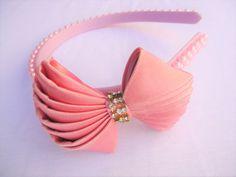 Tiara com pérolas e laço com strass rosa Infantil