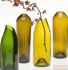Be Creative with Old Wine Bottles After you drink the wine, what the heck can you do with the wine bottles. Quite a lot, actually. And wine barrels make great DIY project too. Here are some DIY Wine bottle ideas; let us know which project you will try. Reuse Wine Bottles, Cutting Wine Bottles, Wine Bottle Vases, Recycled Wine Bottles, Bottle Cutting, Wine Bottle Crafts, Cut Bottles, Beer Bottles, Diy Bottle