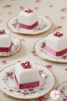mini wedding cakes H - weddingcakes Pretty Cakes, Cute Cakes, Beautiful Cakes, Amazing Cakes, Fancy Cakes, Mini Cakes, Cupcake Cakes, Cake Cookies, Cookies Et Biscuits