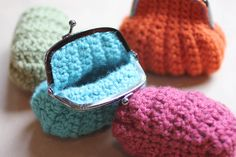 I love when a crochet pattern is easy and the end product turns out so completely perfect. Like these crochet coin purses! They pattern was simple and worked up quickly. And once you get the hang of it, attaching it to the frame was a cinch. I don't usually buy patterns, but I couldn't find …
