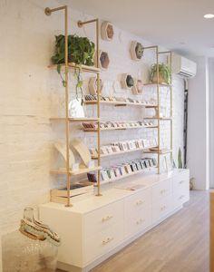 Shop gorjana in Brooklyn, NY Beauty Room Decor, Beauty Salon Decor, Spa Room Decor, Boutique Decor, Boutique Design, Boutique Shop Interior, Store Interiors, Gift Shop Interiors, Schönheitssalon Design