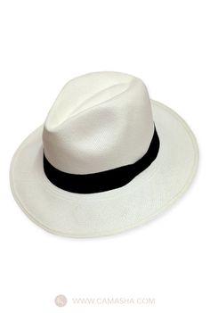 Panama classic | Camasha. Para un look formal y trendy, los sombreros son un buen accesorio. Conoce nuestras propuestas en http://camasha.com/categoria-producto/hombres/accesorios/