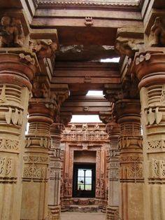 Popular Temples of India: Siddhanath Temple, Omkareshwar, Madhya Pradesh Architecture Artists, Temple Architecture, Indian Architecture, Amazing Architecture, Architecture Design, Places Around The World, Around The Worlds, Haunted Forest, Indian Temple