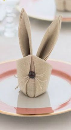 How to fold Easter Bunny Rabbit Napkins ~ Includes step-by-step instructions.