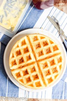 Waffle americano fofinho e crocante: receita americana • Cozinha Legal Waffle Americano, Fluffy Waffles, Biscotti, Food And Drink, Low Carb, Cooking Recipes, Bread, Snacks, Breakfast