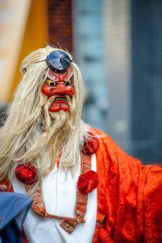 All sizes | Shimokitazawa Tengu Festival | Flickr - Photo Sharing! Japanese Mask, Japanese Costume, Japanese Warrior, Tengu Tattoo, Noh Theatre, Folk Religion, Shimokitazawa, Arte Ninja, Mask Drawing