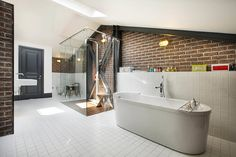 Industrial style bathroom by Udesign Architecture