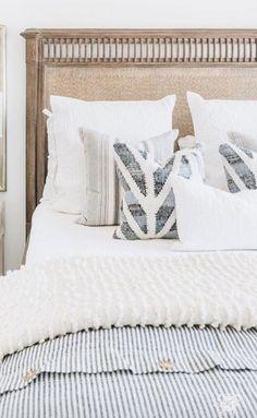 boho bedroom design ideas - simple bedding inspiration boho bedroom design ideas - simple bedding in Dream Bedroom, Home Decor Bedroom, Bedroom Furniture, Bedroom Ideas, Bedroom Inspo, Master Bedroom, Modern Bedroom, Office Furniture, Home Staging