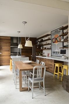 Cozinha moderna com piso de cimento queimado