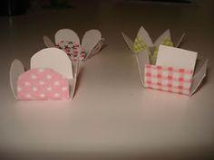 Faça Voçe Mesma - Dicas e Passo a Passo: Forminhas de Papel Para Docinhos Cake Packaging, Cupcake Cakes, Cupcakes, Ladybug, Sewing Patterns, Place Card Holders, Lucca, Chocolates, Creative Ideas