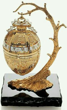 The 19 Most Beautiful Fabergé Eggs for a Dream Easter Basket Jewelry Tree, Gold Jewelry, Diamond Jewelry, Jewellery, Objets Antiques, Fabrege Eggs, Faberge Jewelry, Egg Designs, Egg Art