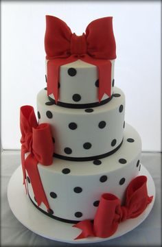 Red and black polka dot cake Pretty Cakes, Beautiful Cakes, Amazing Cakes, Girly Cakes, Fancy Cakes, Cupcakes, Cupcake Cakes, Polka Dot Cakes, Polka Dots