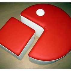 Pac Man Chair. I kinda want it yellow and black... or black and white... or something other than red and white. D: